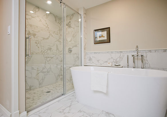 Soaking tub in a New Clositer guestroom